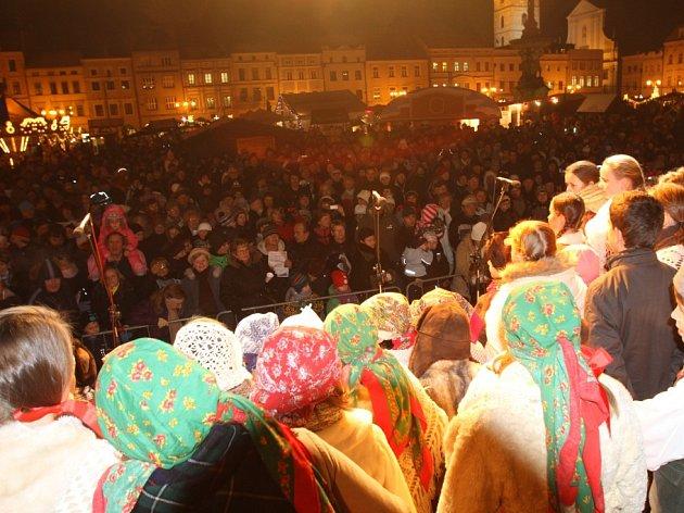 České Budějovice rozezpívala kapela Dudlajda a dětský taneční sbor Bárováček.