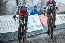 POTĚŠIL alespoň Jan Gavenda z Cycling Academy Tábor (vpravo), který byl nejlepší mezi juniory. V závodě mistrovství republiky ho ale přespurtoval na pásce kolínský Šimon Vaníček