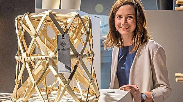 Susanne Honsa a její židlička.