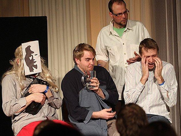 Oslavy 10. výročí vzniku souboru členové českobudějovického nezávislého divadelního spolku Arte della Tlampač.