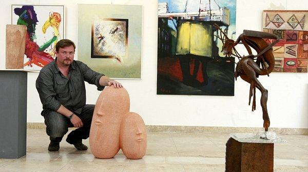 Šéf nové galerie ve Volarech iAsociace jihočeských výtvarníků, Vít V. Pavlík, věří, že současné umění si diváky najde.