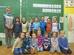 Prvňáčci Základní a Mateřské školy v Chrášťanech.