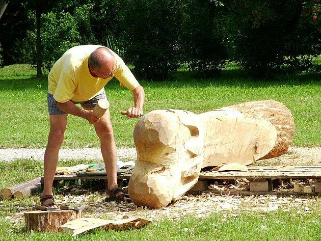 Dřevěné plastiky ozdobí Borovany