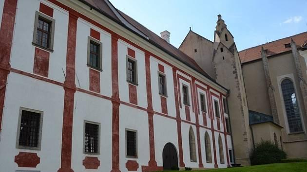Ve velkém konventu mniši žili, měli zde své cely, knihovnu, pracovnu, kuchyni i jídelnu.