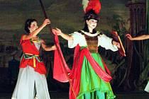 Experimentální představení opery La contesa de´Numi v provedení souboru Collegium Marianum můžete v českokrumlovském barokním divadle navštívit ještě 9. a 10. srpna.