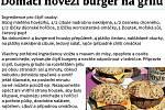 Domácí hovězí burger na grilu.