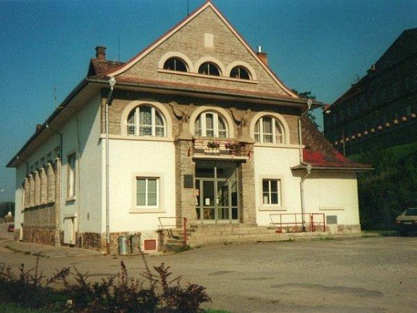 Sokolovna na Hluboké. Její stavba začala vroce 1924.
