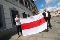 Vlajka Běloruska na českobudějovické radnici.
