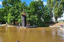 V Českých Budějovicích proběhla exhibice ve skocích do vody