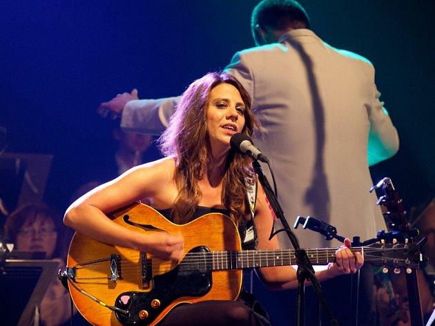 Aneta Langerová zpívala 29. května s Jihočeskou filharmonií v pavilonu Z na českobudějovickém Výstavišti.