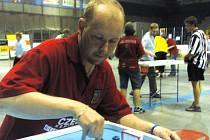 Petr Honsa patří k nejlepším evropským hráčům v billiard hockeyi. Potvrdí tuto pověst na PMEZ?