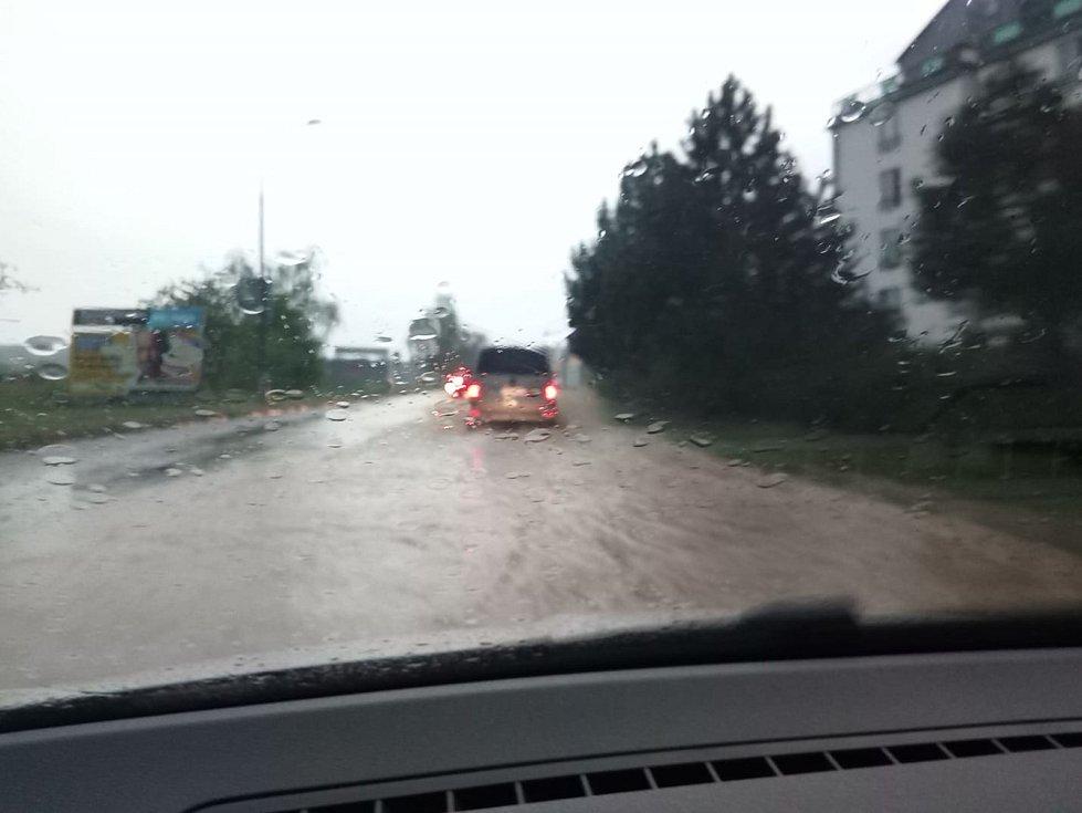 Situaci v dopravě v Českých Budějovicích přívalový déšť značně zkomplikoval.