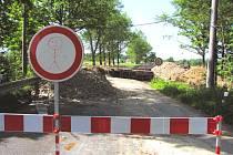 U Byňovského rybníka doplní opravenou silnici i nový most.