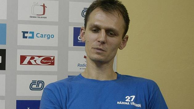 Trenér Vladislav Jordák se vrátil na hřiště  a svým výkonem ve dvou utkáních pomohl k vítězství.  Tvrdí, že až vyprší trest Jakubovi Šulcovi, vrátí se zpět na lavičku.