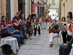V Plachého ulici v Českých Budějovicích začali obchodníci pořádat různé akce