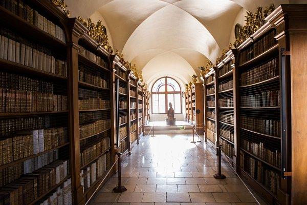 Unikátní klášterní knihovna ve Vyšším Brodě, čítá 7000svazků.