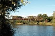 Železniční most v Boršově nad Vltavou.