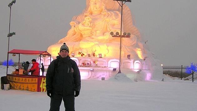 """Ice City je turisty vyhledávanou atrakcí, kterou si v Harbinu mohou vyrobit z ledu díky abnormálně dlouhé zimě. """"Sedm měsíců v roce tam mrzne,"""" dozvěděl se Jaroslav Liška."""