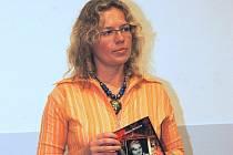 Zuzana Beranová vydala knihu Setkání se smrtí – příběh opavské rodačky Joy Adamsonové.