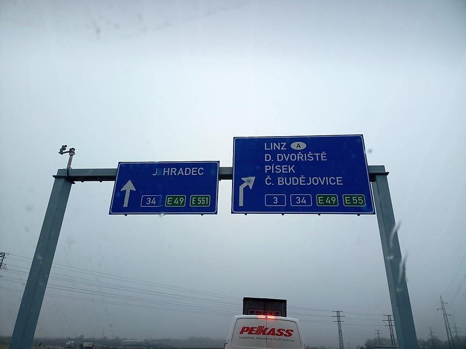 Kvůli ranní nehodě u Ferenčíka kolabuje v Českých Budějovicím doprava. Tvoří se dlouhé kolony.