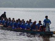 V Lipně nad Vltavou se v sobotu závodilo na dračích lodích.