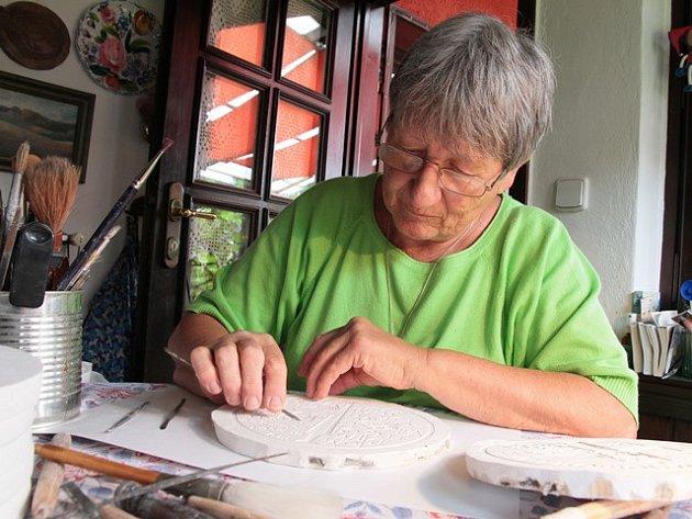 Autorkou jedné z pamětních ražeb je akademická sochařka a medailérka  Majka Wichnerová.