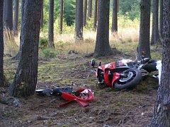Mladík na motorce zemřel v sobotu nad ránem v lese na Táborsku . Ve stejný den tragicky zahynuli další dva muži.