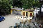 Před otevřením Letního kina Hájíček se zapojili i dobrovolníci.