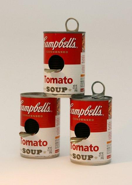 Ptačí budky a krmítka vpodobě kočičích hlav, starých televizorů či Warholovy plechovky od polévky a mnoha dalších tvarů zaplnily Prácheňské muzeum vPísku. Výstava Píp šou potrvá do konce roku.