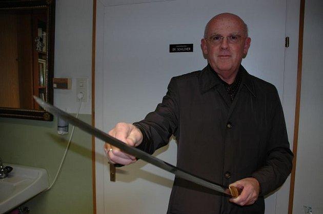 Zmaří pojišťovna výstavu mečů?
