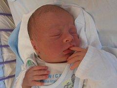 3,45 kg vážil po narození chlapec jménem Kryštof Tlačil. Na svět vykoukl v úterý 6.1.2015 ve 12 hodin a 22 minut. Z prvorozeného potomka se radují šťastní rodiče Jiří Tlačil a Šárka Eremiášová.