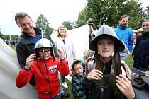 Celá rodina si užije program na Sokolském ostrově, kde si vyzkouší středověkou zábavu.