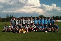 Aktéři sobotního vzpomínkového utkání společně na stadionu na Borku.