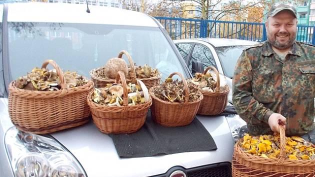 Šest košíků hub Ladislav Musil nasbíral v neděli v okolí Týna nad Vltavou.