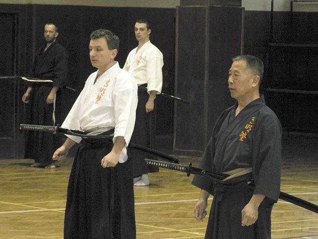 Japonské prastaré bojové umění Iaidó, kterí se cvičí se samurajským mečem, nabírá v září další zájemce. Ti, kteří by rádi poznali blíže tento sport, mohou přijít každé úterý a čtvrtek do českobudějovické sokolovny na Sokolském ostrově.