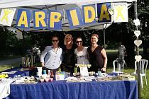 Na chod českobudějovického centra Arpida bylo možno přispět dobrovolným vstupným či koupí výrobků klientů Arpidy při koncertech v klubu K2.