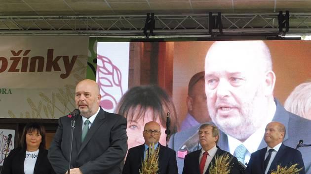 Na Zemi živitelce byly slavnostně zahájeny Národní dožínky. Na snímku ministr zemědělství Miroslav Toman.