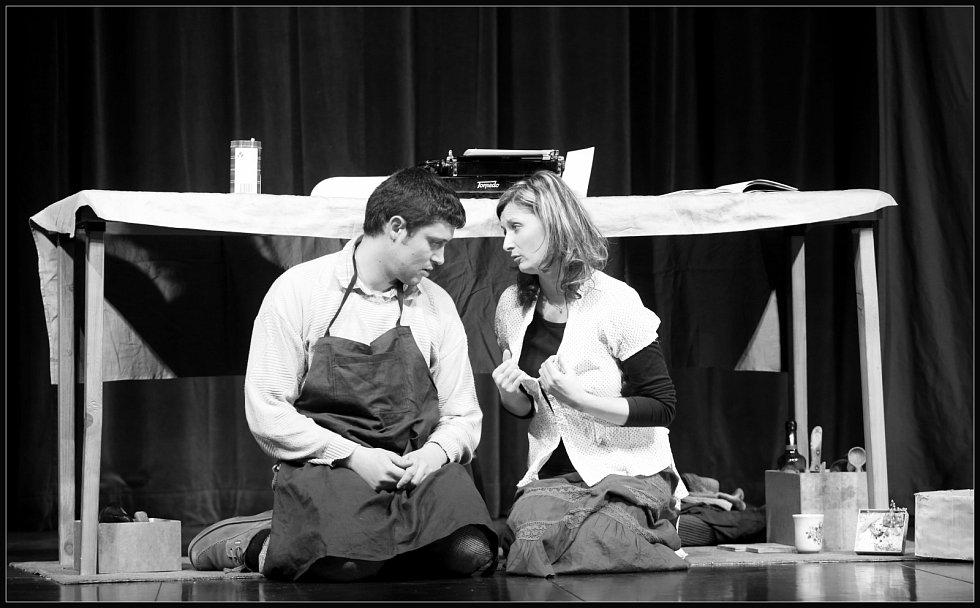 Mezi soutěžícími se 4. března představili členové Volyňského divadelního studia Vodvas s absurdní hrou od Rolanda Topora Zima pod stolem. V hlavních rolích Miloslava Baloušková jako slečna Florence Michalonová a Miroslav Habrada jako emigrant Dragomir.