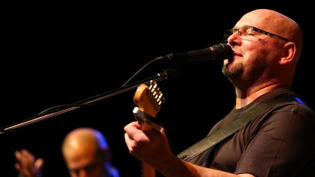 Tři hodiny bude hrát v pátek 28. června kapela Buty na festivalu Okolo Třeboně. Na snímku Radek Pastrňák.