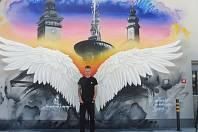 Andělská křídla namaloval Erko na parkovišti u garáží nákupního centra IGY 2.