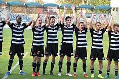 Fotbalisté Dynama se radují, Sokolovu doma nastříleli čtyři góly.