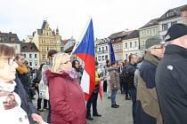 Dvě stovky lidí v Budějovicích dorazily na protestní akci s názvem Nejsme Slepí.