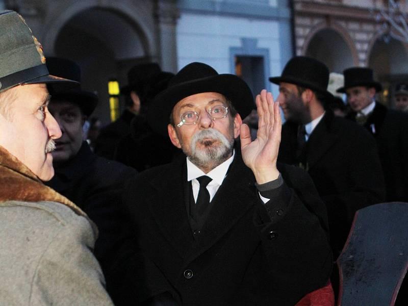 V Českých Budějovicích očekávaly příjezd prezidenta T. G. Masaryka stovky lidí, ať už na vlakovém nádraží či na náměstí.