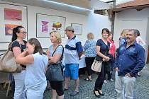 Výstava grafiky ze symposia inspirované 170. výročím narození Matěje Kopeckého potrvá v Městské galerii Týn nad Vltavou do 20. srpna.