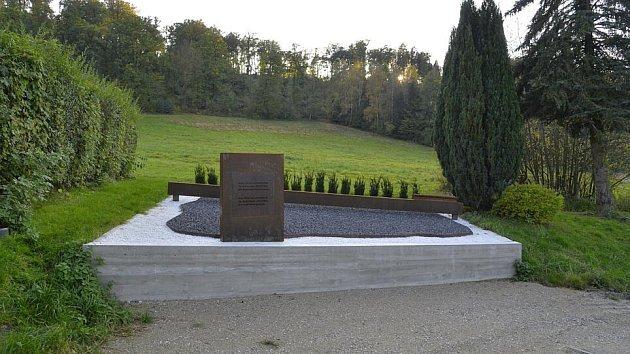 Obětem Mauthausenu.