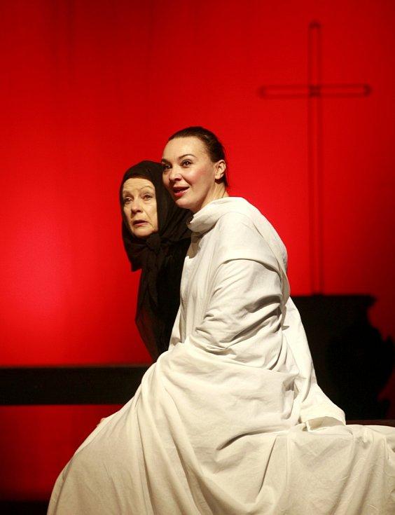 Jihočeské divadlo uvedlo v české premiéře adaptaci hry na motivy románu Jarmily Glazarové Advent.