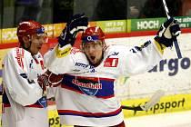 Jiří Šimánek (vlevo) slaví gól s Tiborem Melichárkem.
