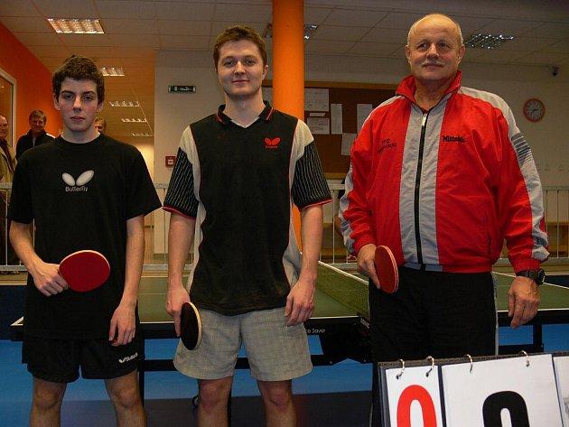 Pavel Kortus ml., Michal Houška a Mirodlav Řežáb (zleva), tři nejlepší hráči ve dvouhře mužů při okresních přeborech mužů na Orlu.