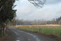 Projekt pískovny, který se nesetkal s přízní místních obyvatel, posléze dostal zelenou. Místní se obávali hluku, prachu i negativních dopadů na krajinu a život v sousedním Dráchově.