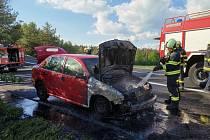 Požár osobního auta v Ševětíně.